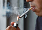 【医師が教える】タバコを吸う人は吸わない人より老けやすい?!タバコとしわ・たるみ